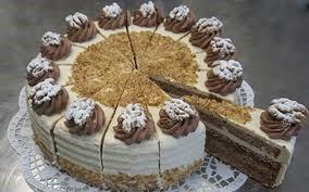Cafeteria mit hausgebackenen Kuchen und Torten von Frau Brigitte Euler @ Bürgerinstitut e.V.